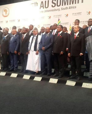 African leaders pose at the AU Summit in